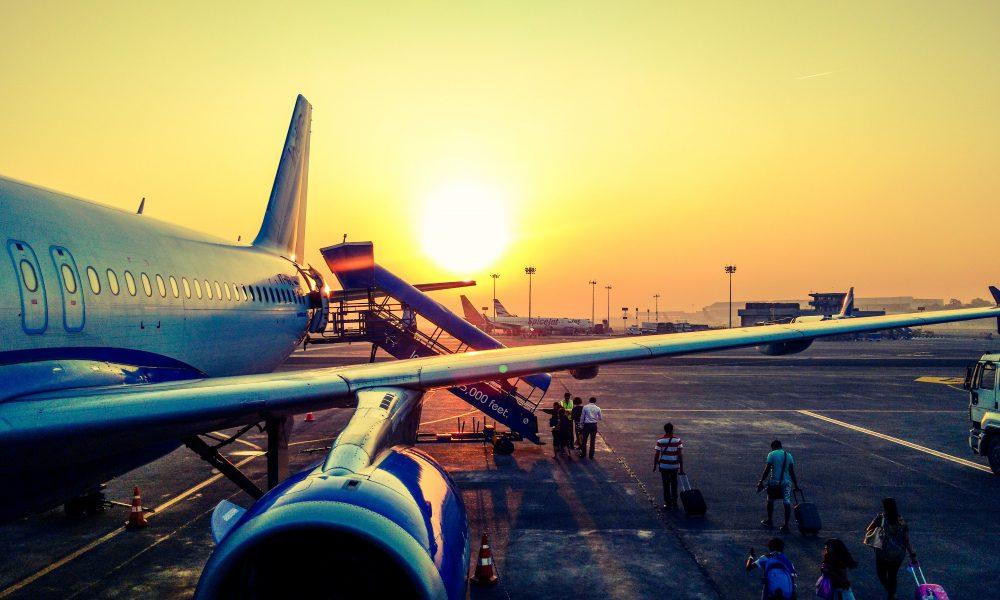 aerodrom-putovanje-iznajmljivanje-vozila