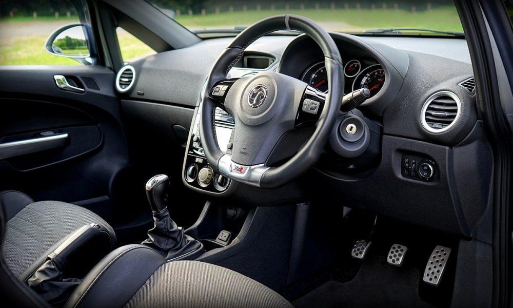 Automatik ili manuelni menjač : Koji je bolji izbor za rent a car vozilo